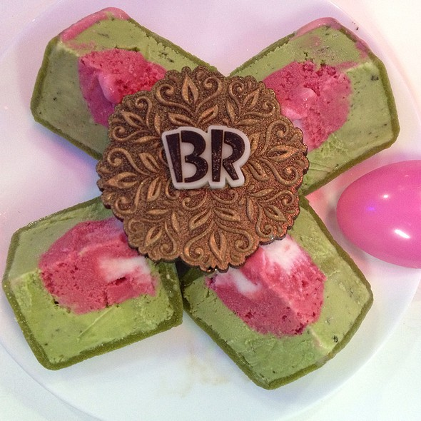 Green Tea Mooncake Icecream @ Baskin Robbins Ho Chi Minh