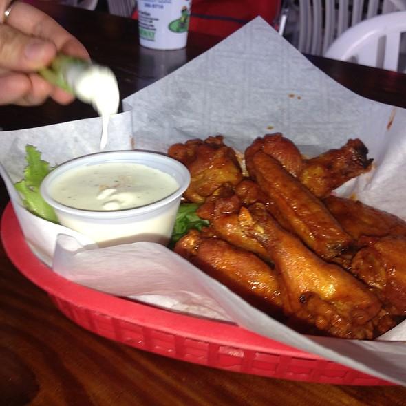 Senor Carlos Wings @ Carlos' & Charlie's