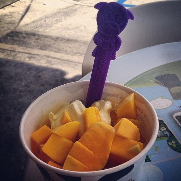 Fro-Yo @ Menchie's Frozen Yogurt
