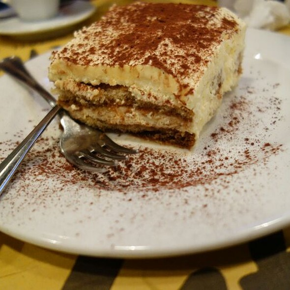 Tiramisu @ Ris Café