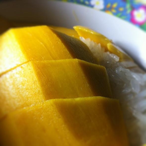 Mango Sticky Rice @ Sukhumvit 38 Night Food Stalls