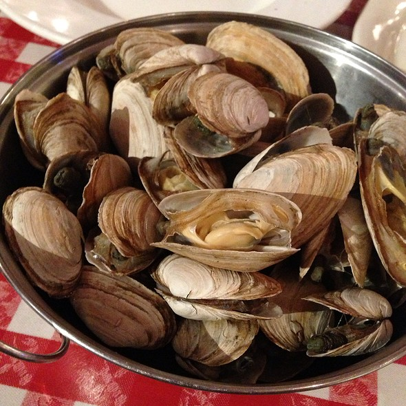 Steamers In Garlic And White Wine @ Old Port Lobster Shack