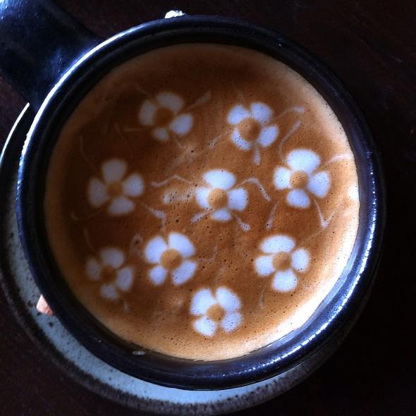 Picolo Latte @ Wawee Tita