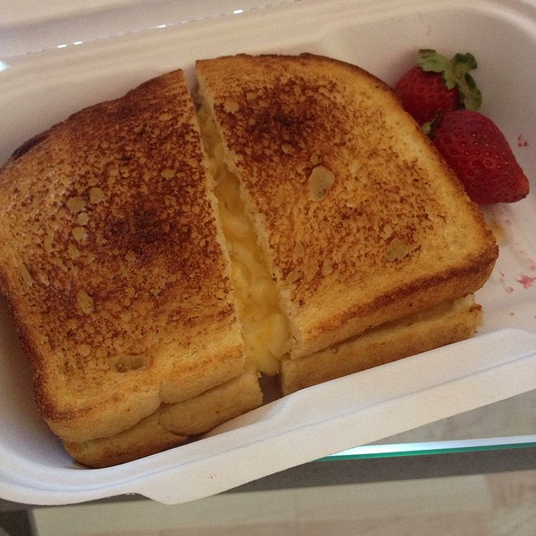 Macaroni And Cheese Grilled Cheese