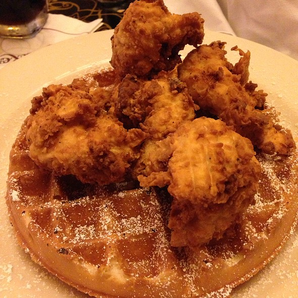 Chicken And Waffle @ Grand Lux Cafe