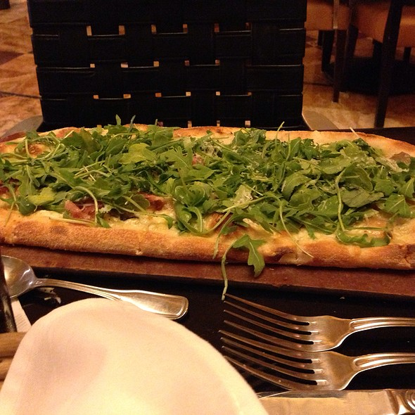 Proscuitto Arugula Pizza @ Grand Lux Cafe