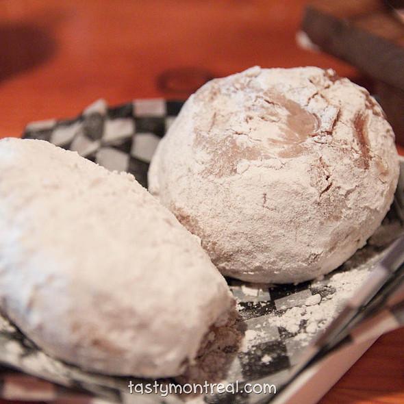 cinnamon apple stuffed Donut @ Cabane à sucre au pied de cochon