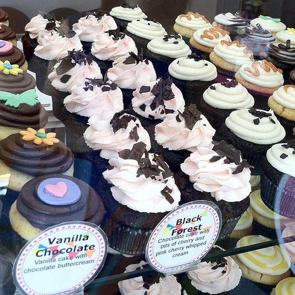 Mini cupcakes @ Dot's Cupcakes