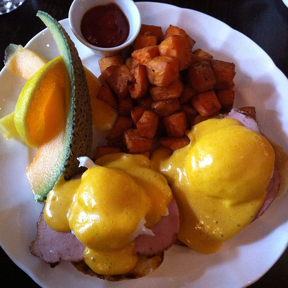 Cache Traditional Eggs Benedict @ Cache Bistro & Lounge
