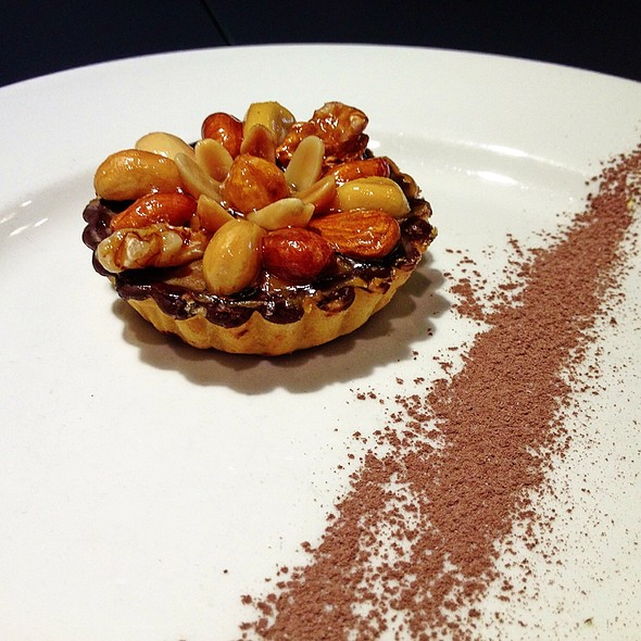 Mix Nuts Tart At The Living Room Caf