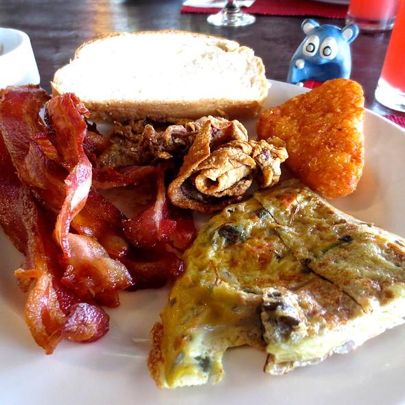 Breakfast Buffet @ Amorita Resort