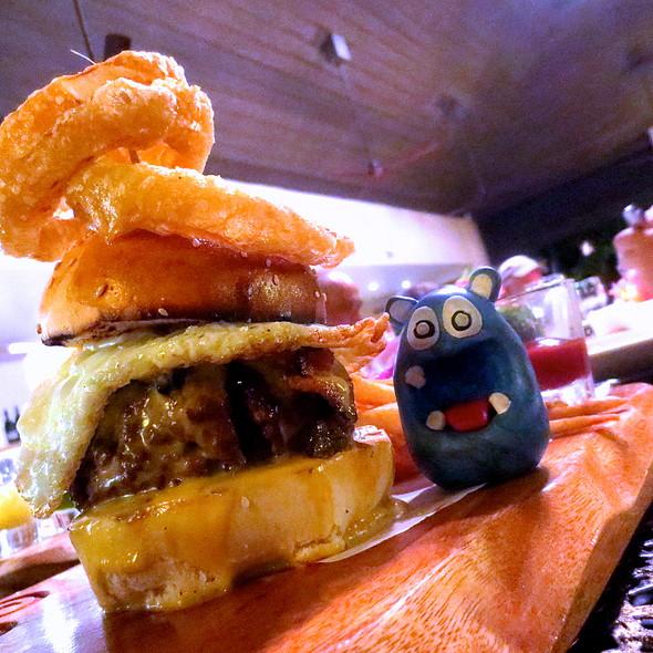 Big Daddy's Burger @ Amorita Resort