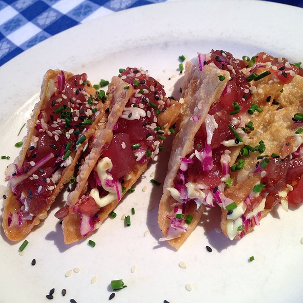 Ahi Tuna Tacos @ Perry's