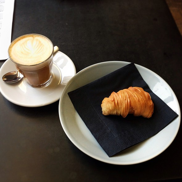 Aragosta Pastry Filled With Limoncello Cream @ Café Oliv