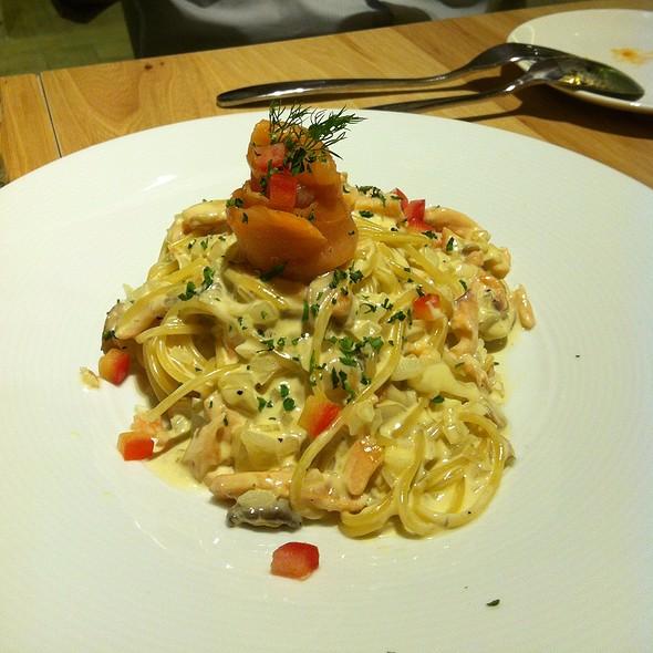 Spaghetti with Salmon Cream Sauce @ 曉確幸Lighthouse