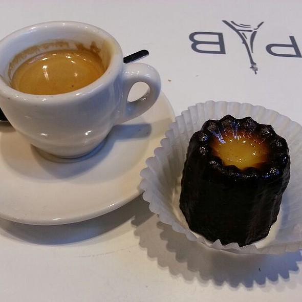 Canele And Espresso @ Paris Baguette
