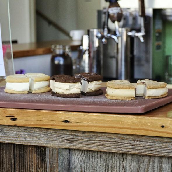 Ice Cream Cookie Sandwich @ Ruby Jewel Scoops