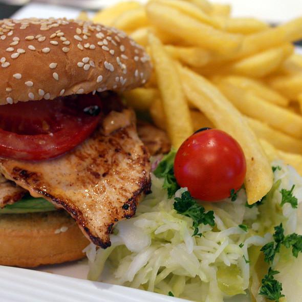Chicken Burger @ Highlight Sportsbar GmbH