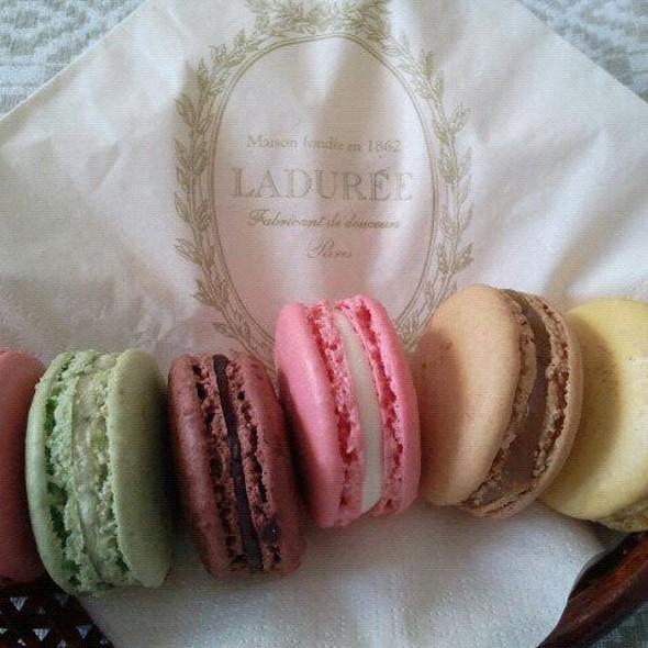 Macarons @ Ladurée Milano