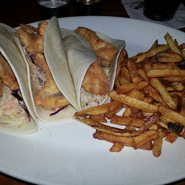 fish tacos @ 5 Seasons Brewing