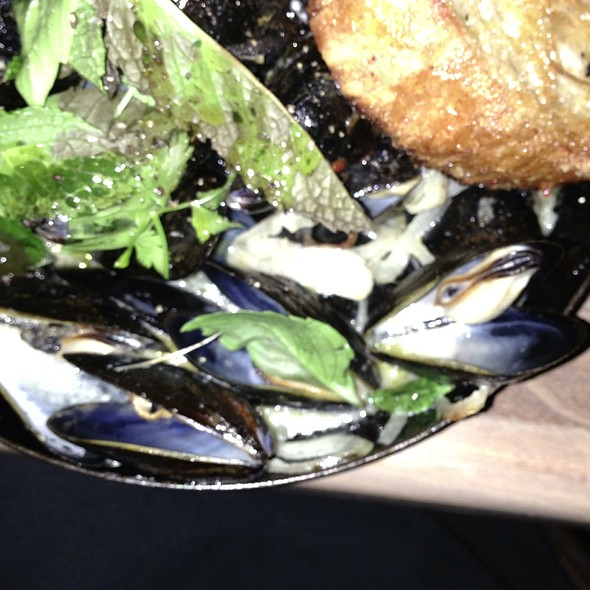 Mussels in Green Curry. @ The Optimist