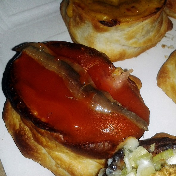 Pizza With Anchovies @ La buena cocina