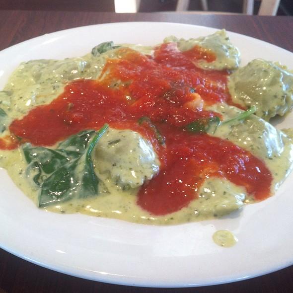 Ravioli Di Ricotta Tre Colori @ Fasta Pasta