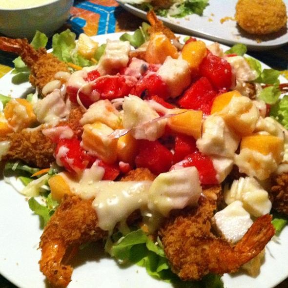 Fruit salad with fried shrimps @ ครัวพฤกษา