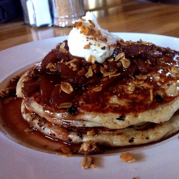 Apple Pie Pancakes @ Uncommon Ground