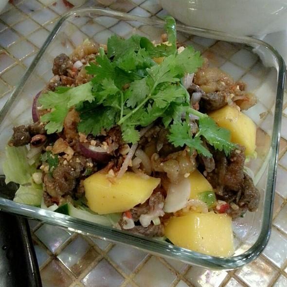 Beef And Mango Salad