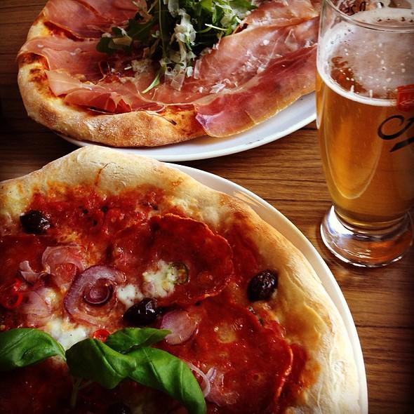 Pizza Piccante & Pizza Parma