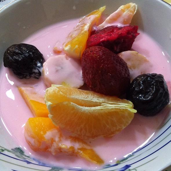 Frutas Con Yogurt @ Casa de la Familia Ungaro