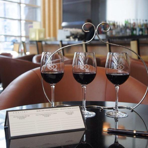 Wine Flight - Renoir, Montréal, QC