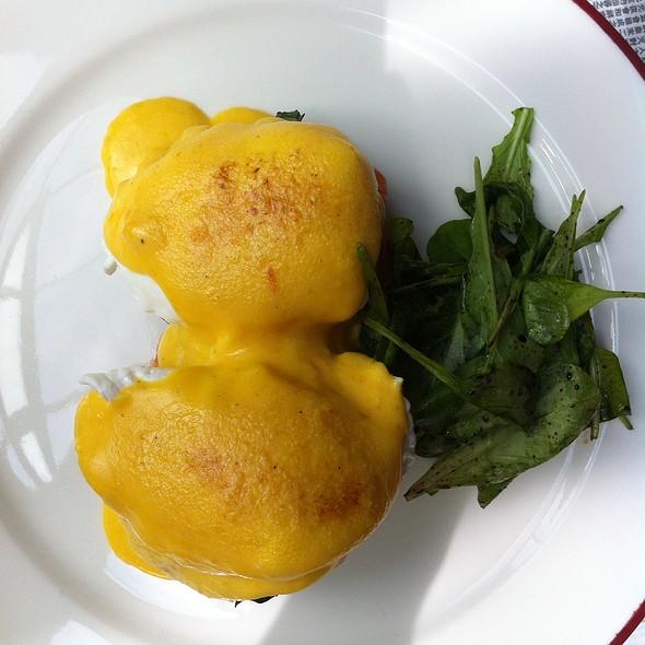 Eggs Benedict @ Karmakamet Dinner