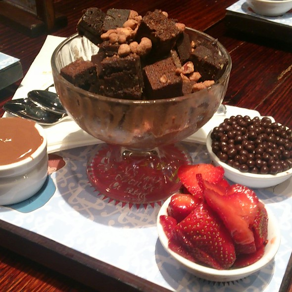 The Spectacular Choc-Fudge Brownie Sundae @ Max Brenner Robina Shoppong Centre