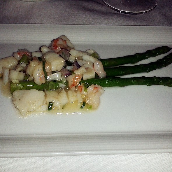 Wild green asparagus with prawns and scallops @ Asia Gallery