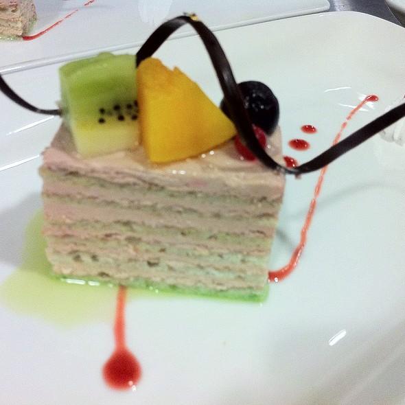 raspberry cake @ Woodside Restaurant @ Parkyard Hotel Shanghai