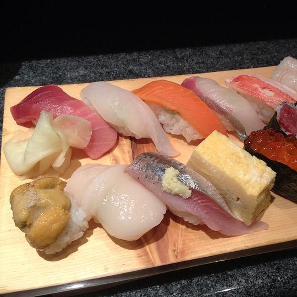 Sushi @ Tsukiji Fish Market