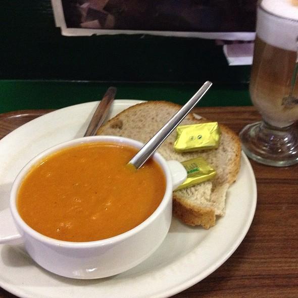Tomato-Basil-Soup W/ Bread @ Simons Place