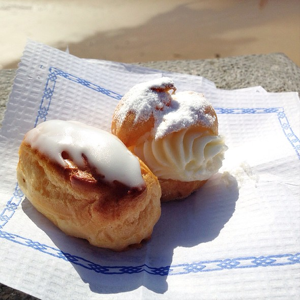 Mini Eclair And Mini Cream Puff @ Pastelería Oyarzun