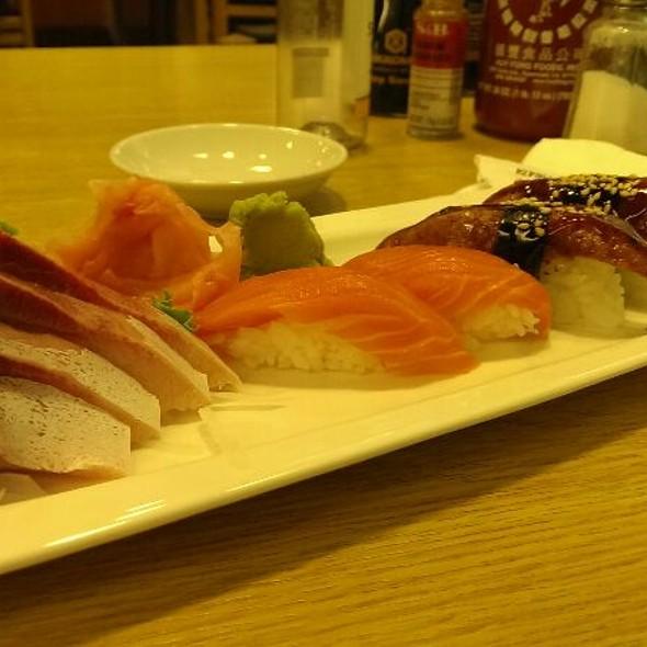 Sushi @ Tomokazu