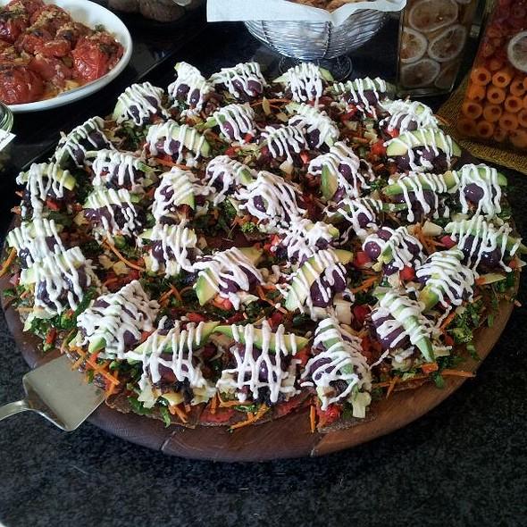 Raw Vegan Pizza @ Leafy Greens Cafe