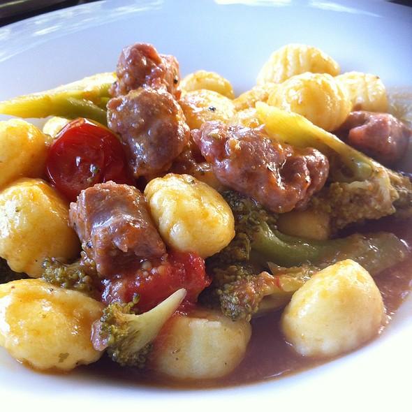 Gnocchi, Broccoli E Salsiccia Al Finocchietto @ Più Teatro