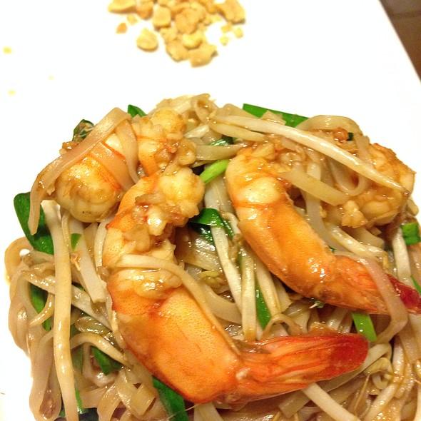Pad Thai Tailandès Amb Llagostins @ Momos, Tapes amb palillos - Restaurant