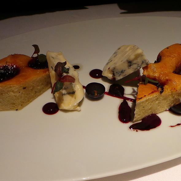 Italian Cheese, Focaccia, Walnut, Rosemary @ Geisels Werneckhof