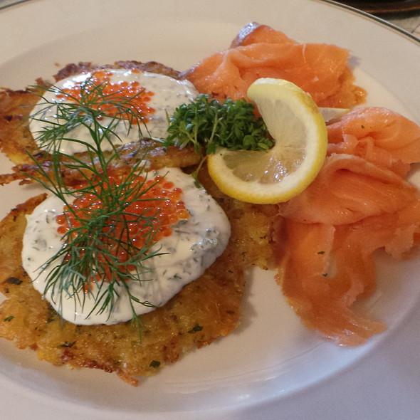 Rösti, Smoked Salmon, Caviar @ Kreuzstraße