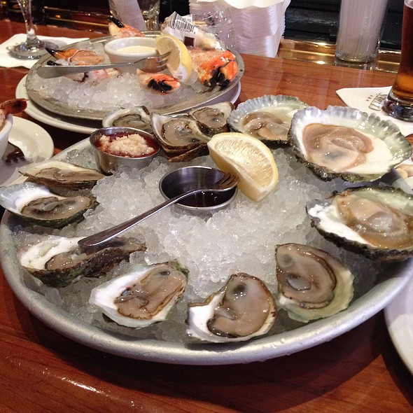 Oysters @ Clyde's of Gallery Place