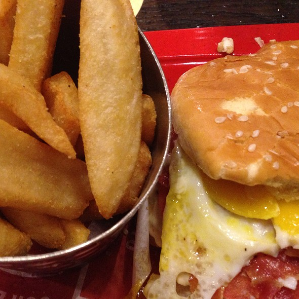 Royal Red Robin Burger w/Fries @ Red Robin