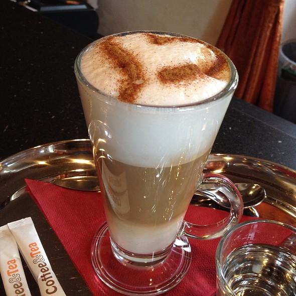 Cafe Late @ Kavárna Splněný Sen