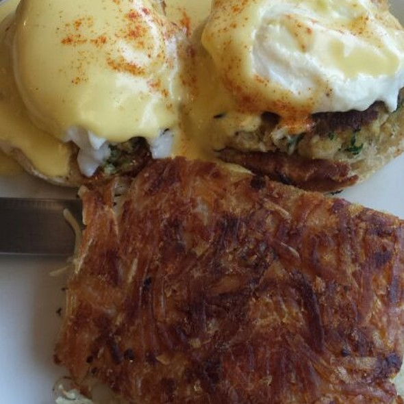 Eggs Benedict With Crabcakes